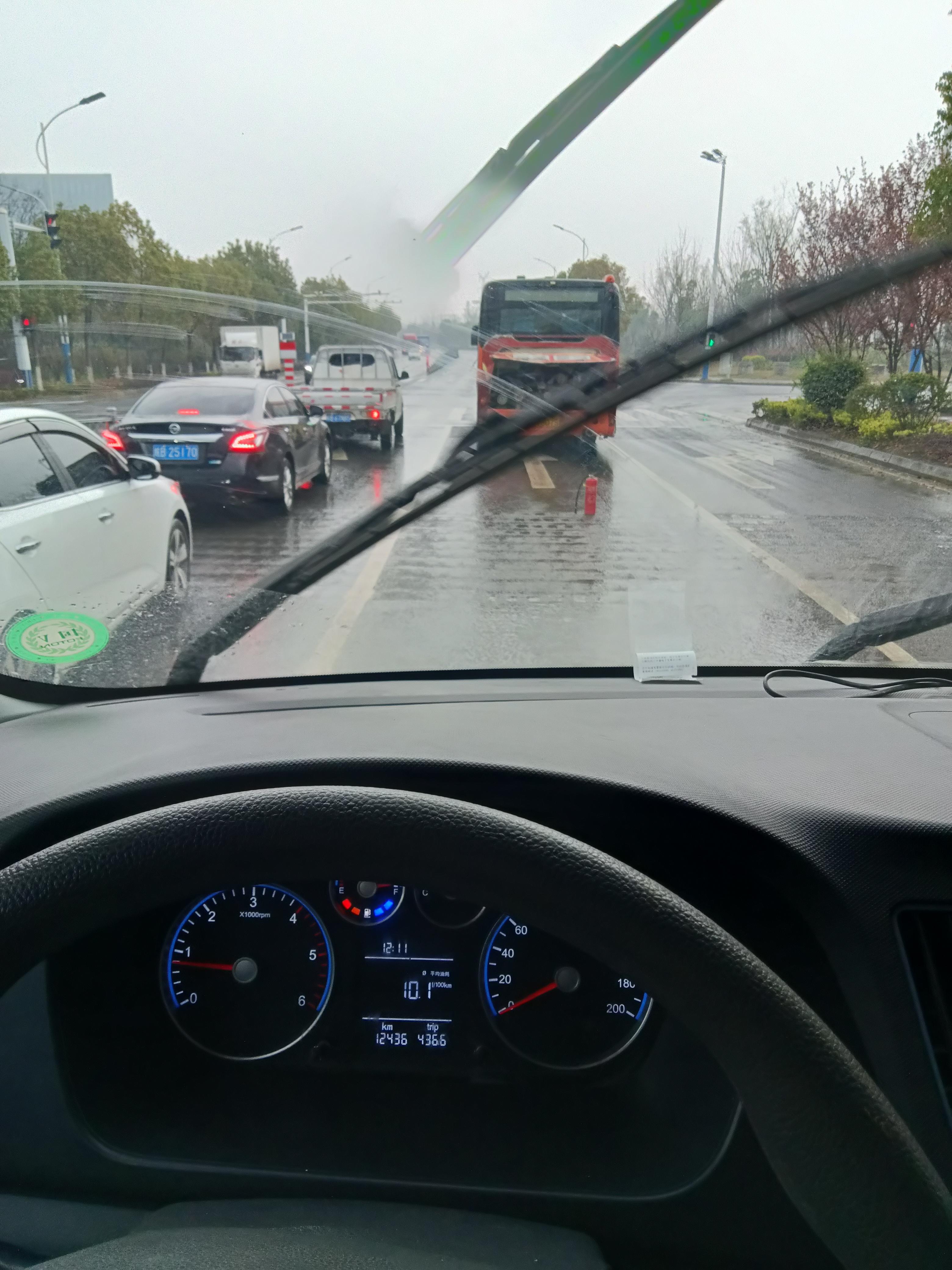福田-图雅诺EV高速公路突然熄火刹车踩不差点丧命