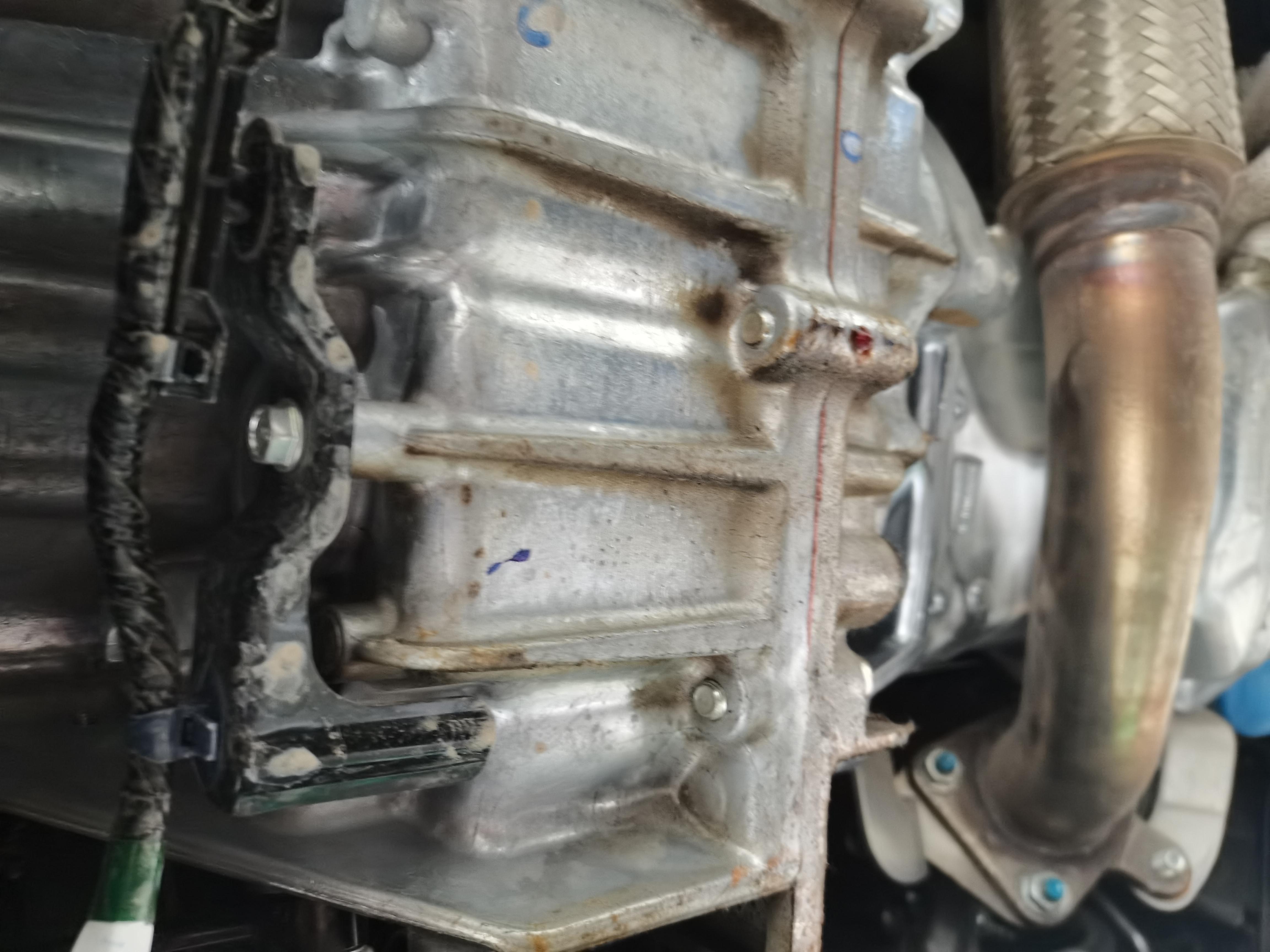 本田-CR-V变速箱壳体漏油