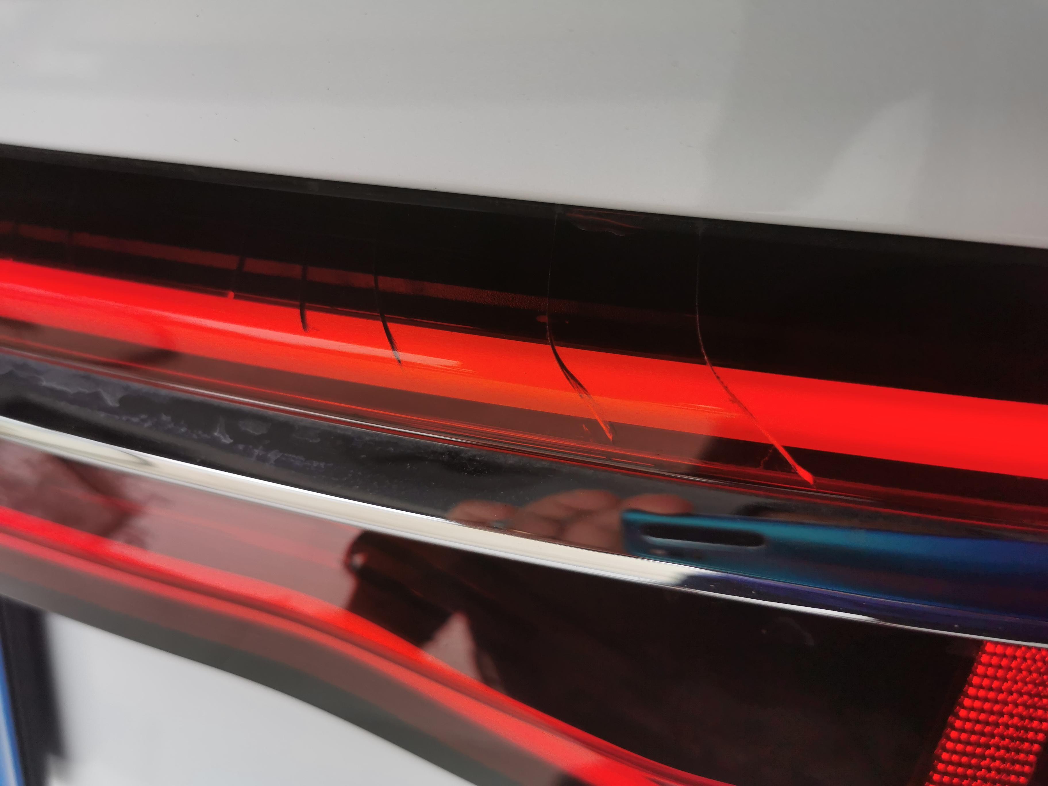 比亚迪-宋Pro后尾灯无故大面积龟裂