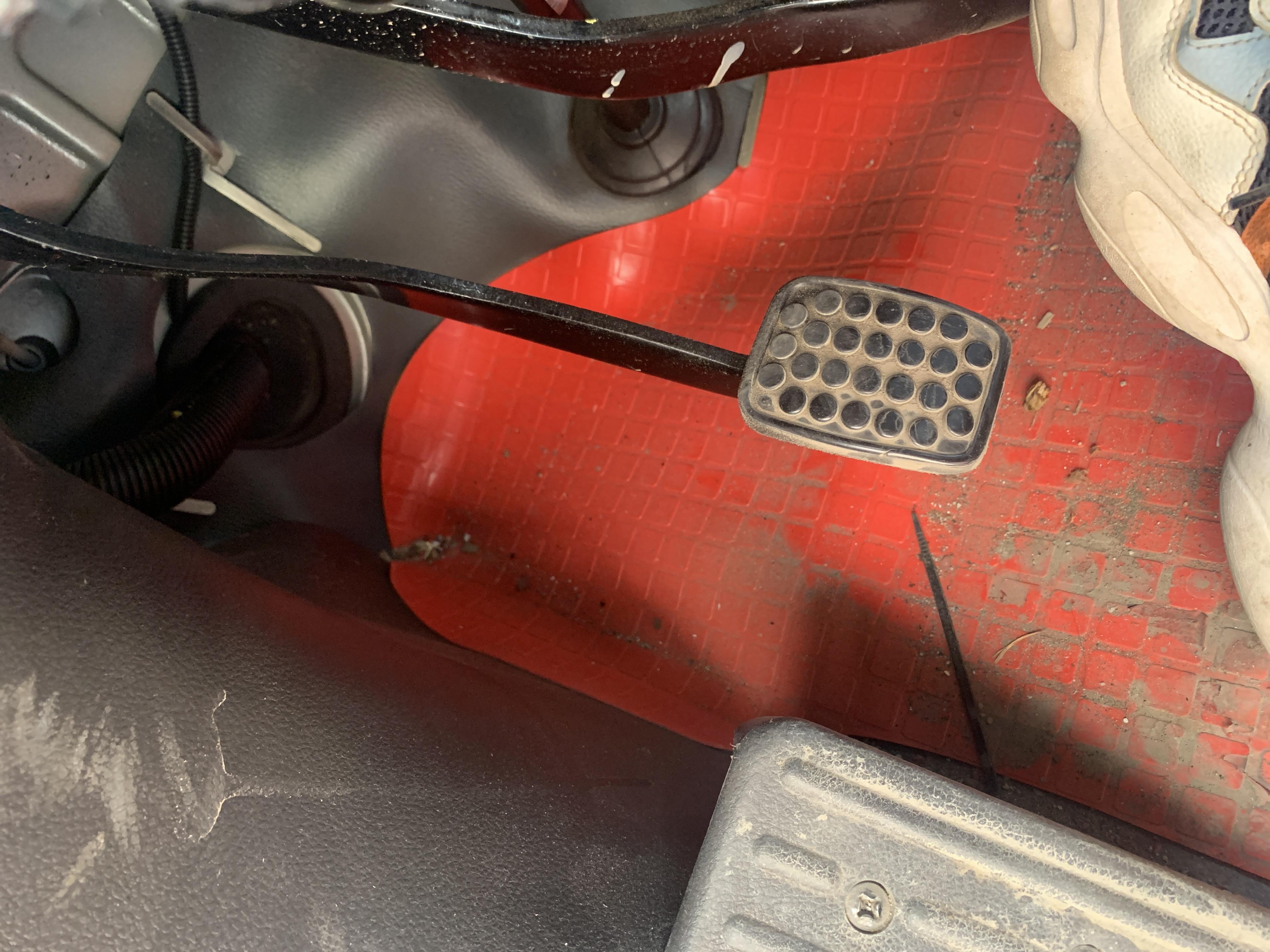 上汽通用五菱荣光小卡车辆离合器与空调系统有异常异响,4S店无法提供彻底解决问题的方法