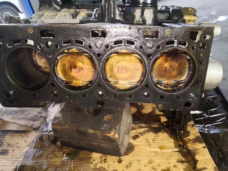 华晨鑫源小海狮X30车辆正常行驶中发动机爆缸,厂家却推卸责任并拒绝三包理赔处理