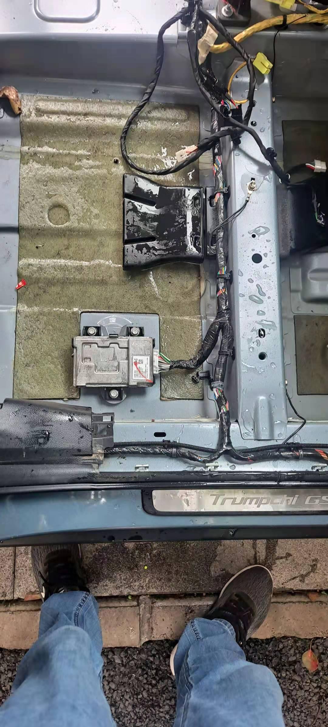 广汽传祺GS8车辆排水孔存在设计缺陷,造成车子漏水严重