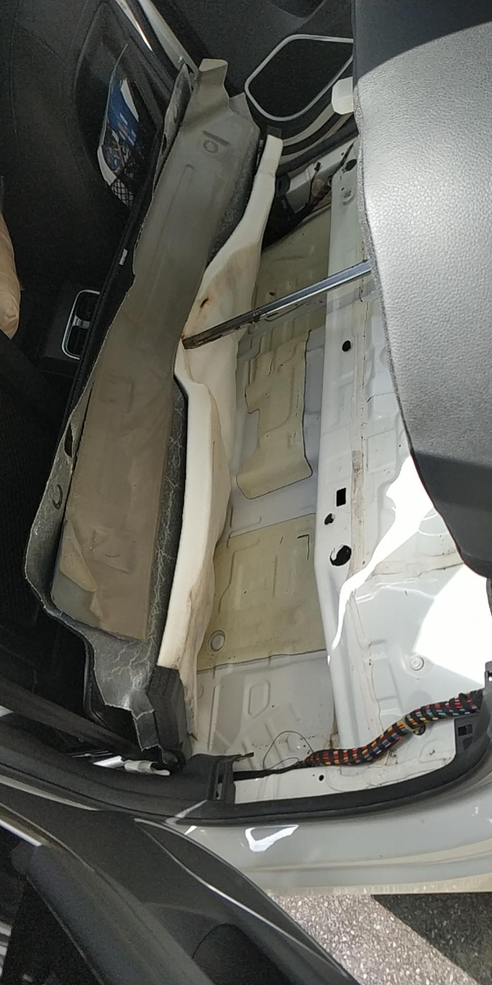 哈弗汽车H6 Coupe天窗排水管堵塞,导致备胎槽及车身内出现积水
