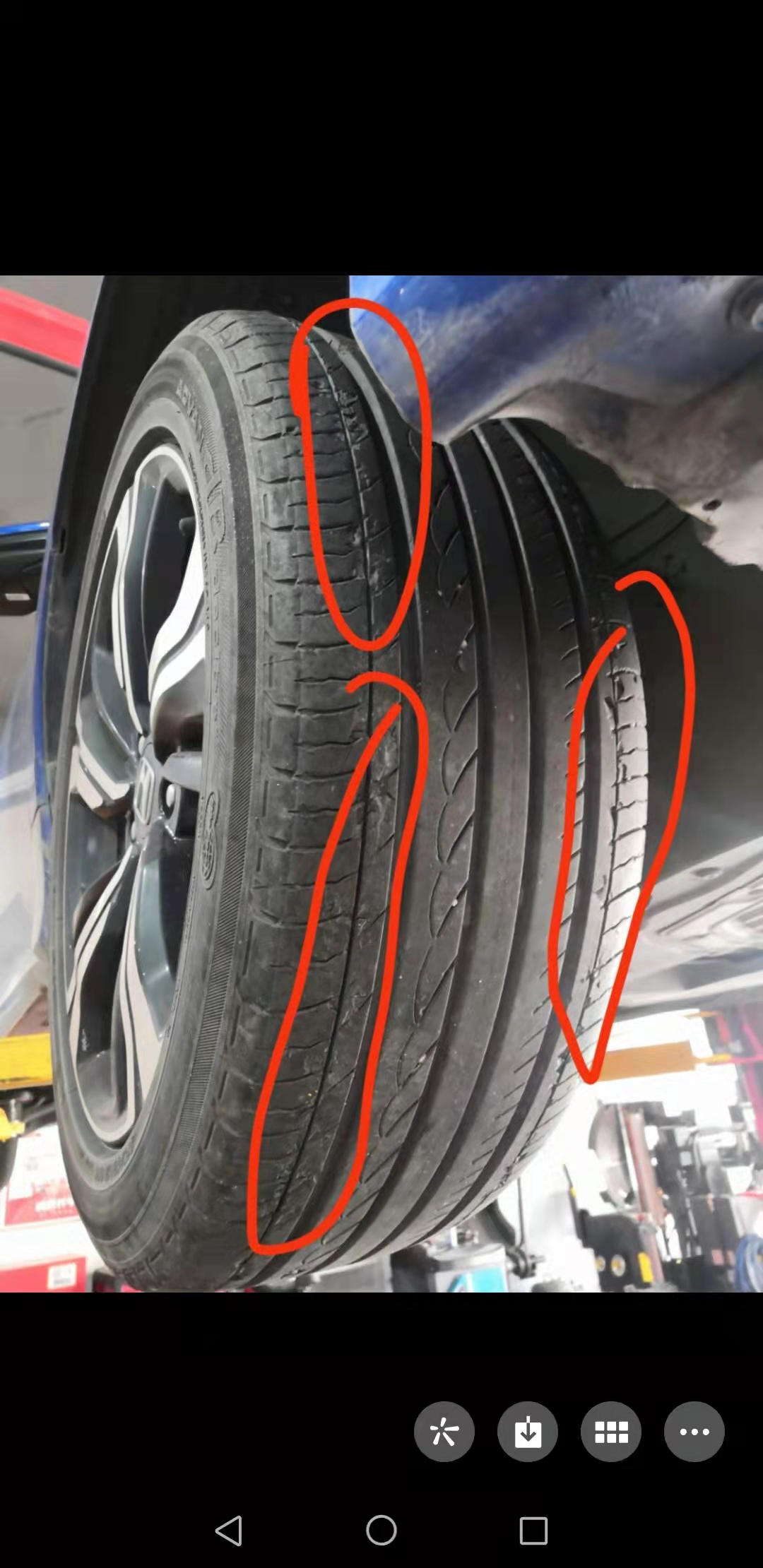 东风本田思域车辆轮胎存在掉皮严重和开裂的质量问题,要求厂家给予更换维修