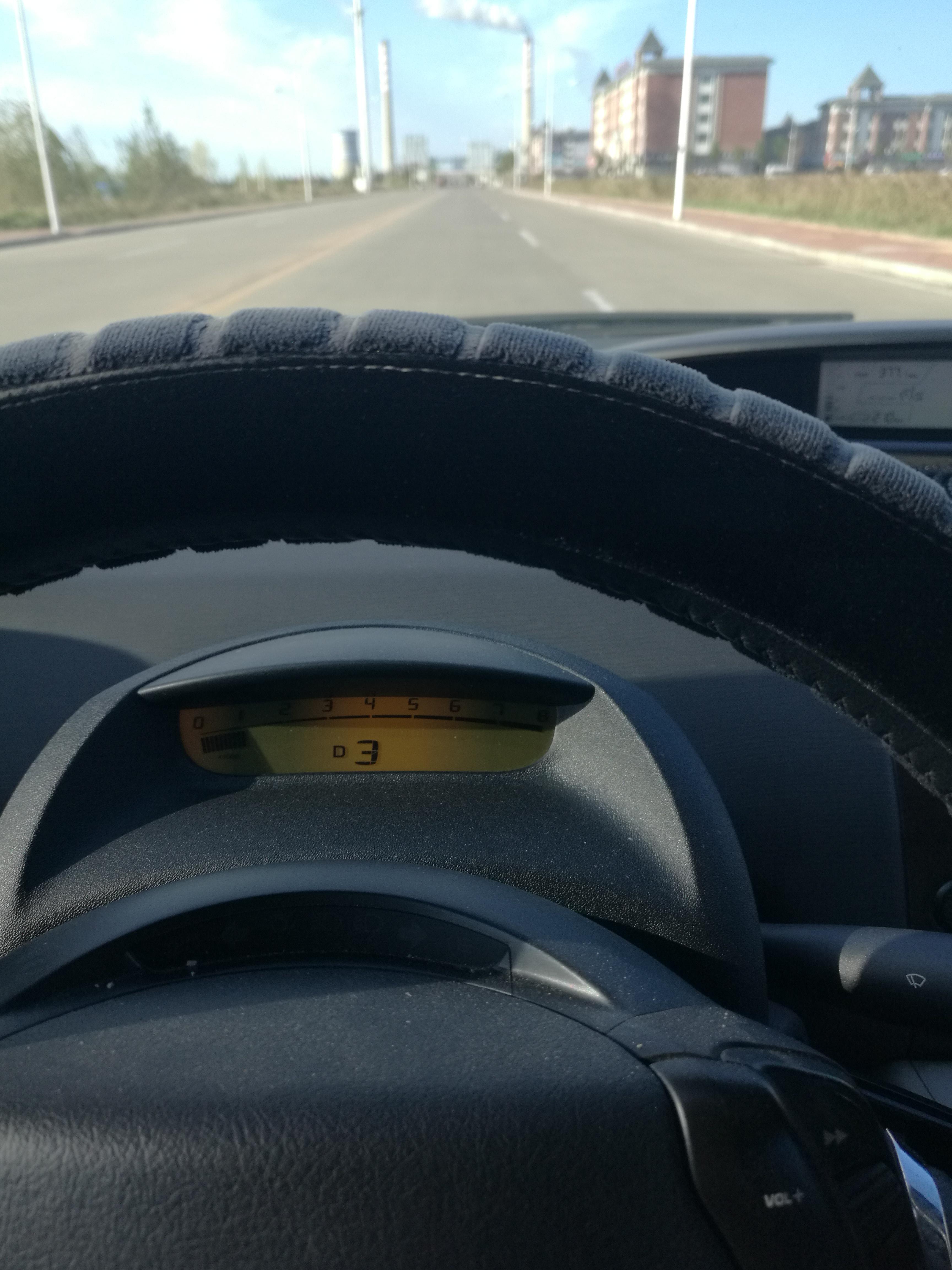 东风雪铁龙凯旋车辆变速箱存在设计缺陷,造成车辆行驶中出现锁死三档的问题