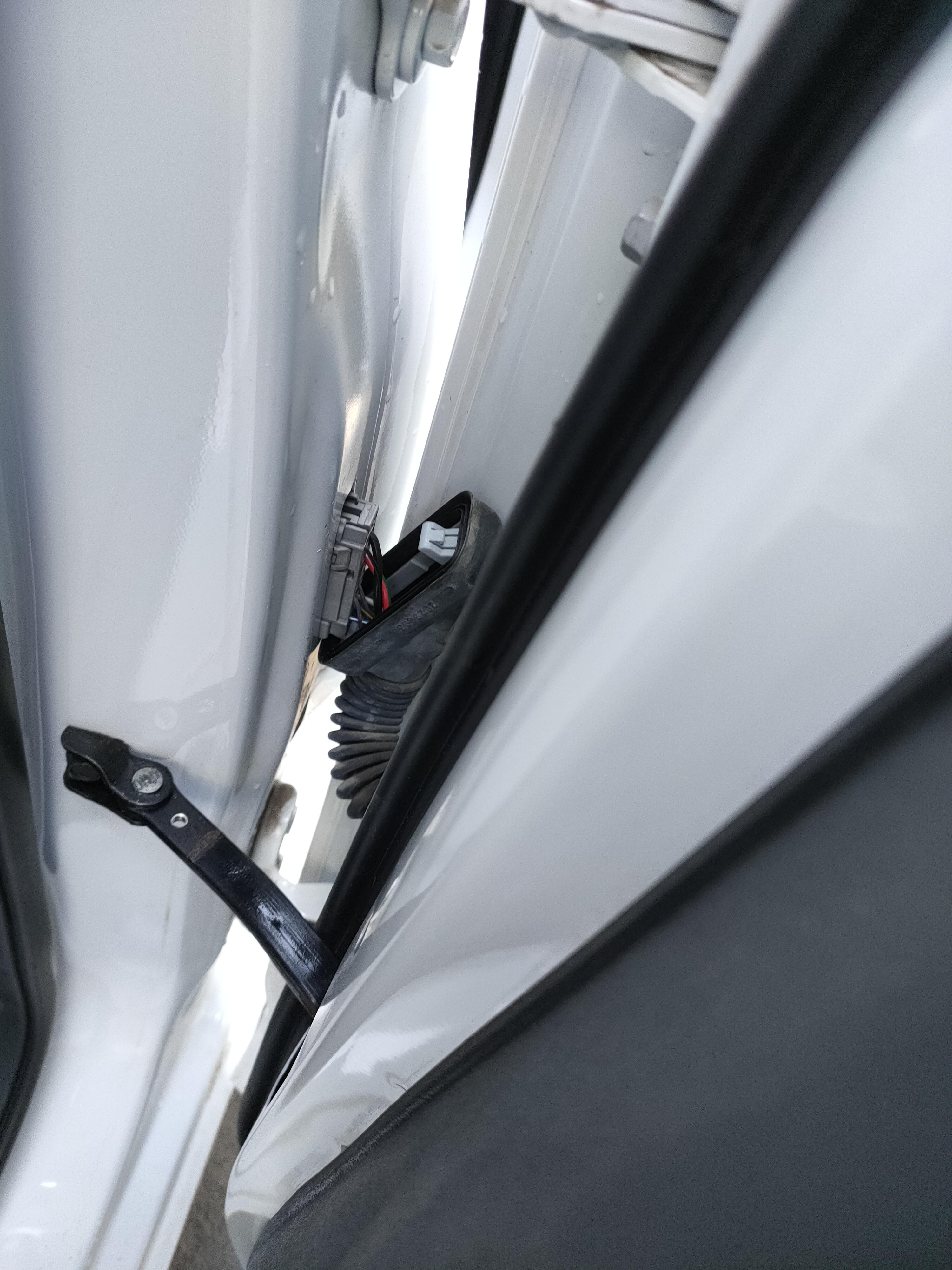 上汽通用雪佛兰科沃兹车辆发动机故障灯多次异常亮起,4S店多次更换配件维修后问题依旧存在