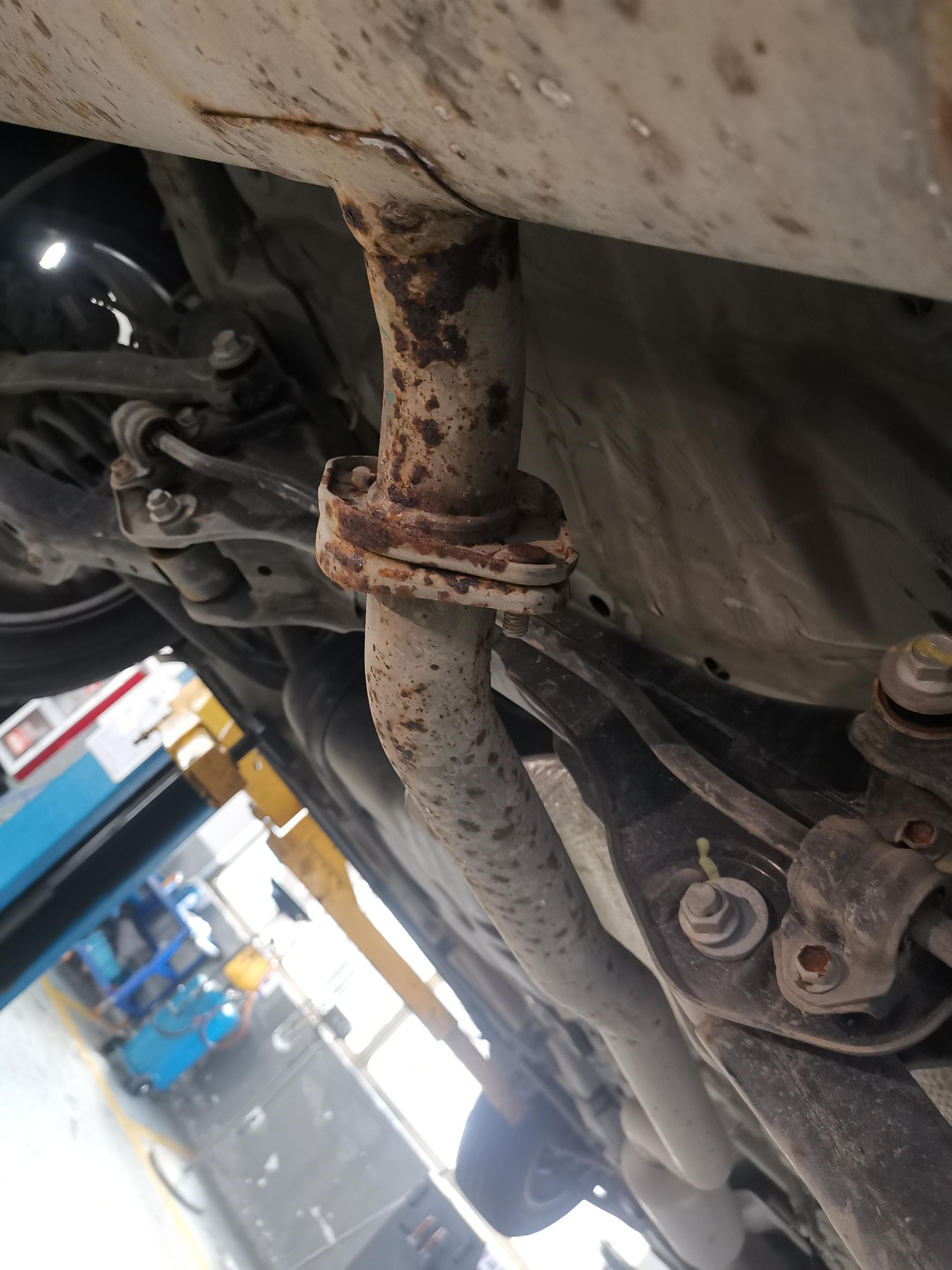 长安汽车-CS55 PLUS车底盘生锈严重
