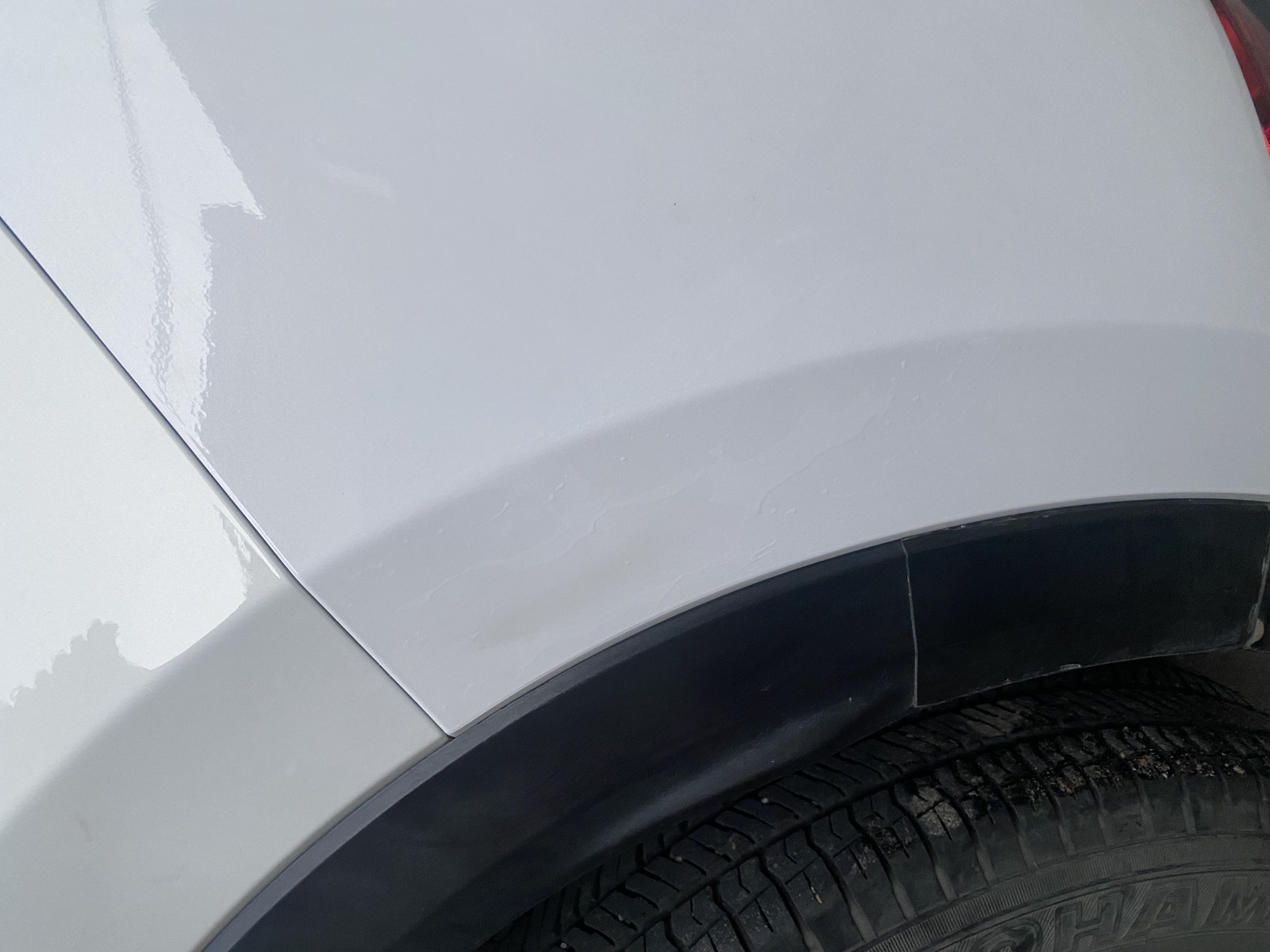长安马自达-CX-5汽车4S店维修技术差,造成更换后的保险杠出现缝隙大和油漆存在色差的情况